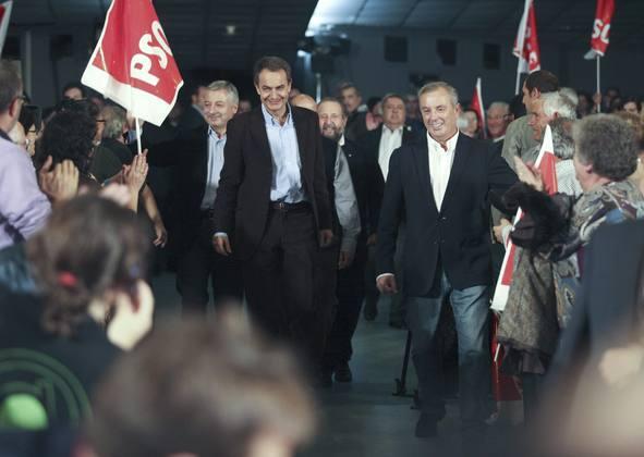 Zapatero interviene en su primer mitin de precampaña