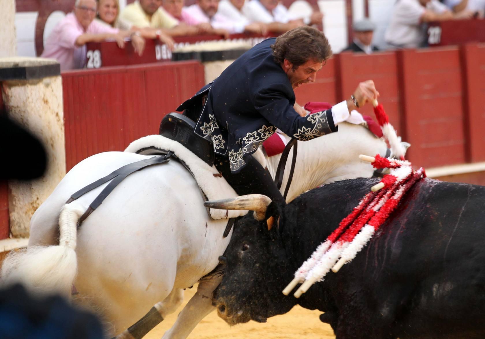 Hermoso de Mendoza, Ventura y Hernández cortan una oreja en el cierre de al feria