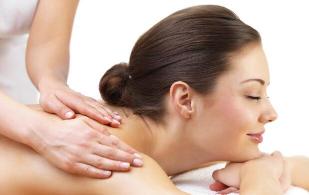 Relájate 45 minutos con este masaje
