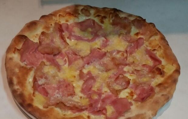 Pizza y bebida en Da Cosimo al Vista mare