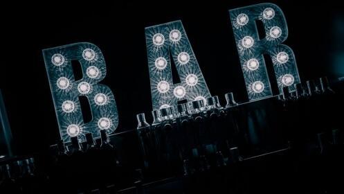 Mesa reservada Teatro Marbella + 2 botellas de Champan Mumm + 1500€ en bebidas