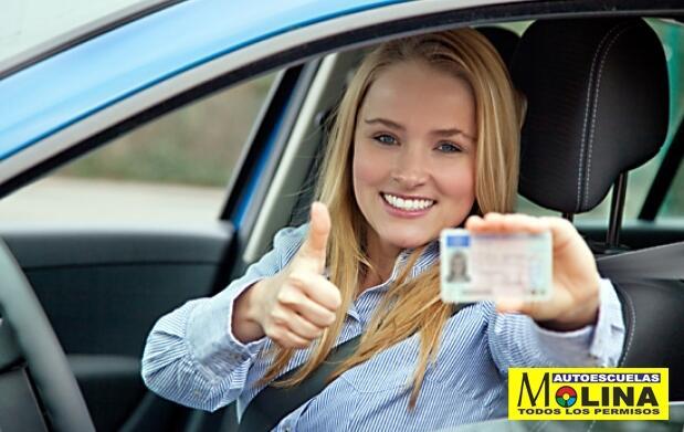 Aprovecha el verano y sácate el carné de conducir de coche o moto