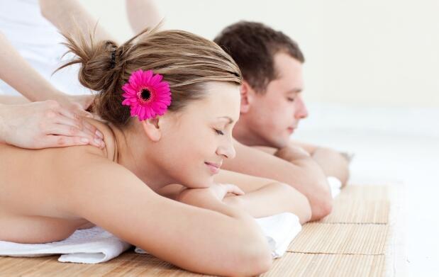 Regala un masaje con tratamiento y degustación