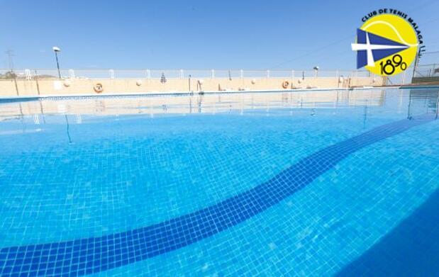 Abono de un día o una semana en Multideporte Club de Tenis Málaga
