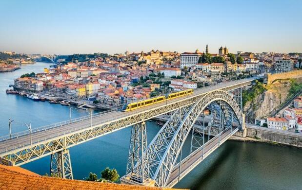 Oporto: 2 ó 3 Noches 4* para 2, Crucero + Bodega