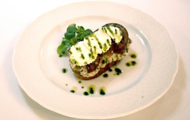 4 tapas 'Tosta Berenjena' en Vermouth