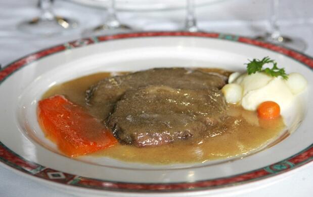 Menú de carrillada ibérica o rabo de toro