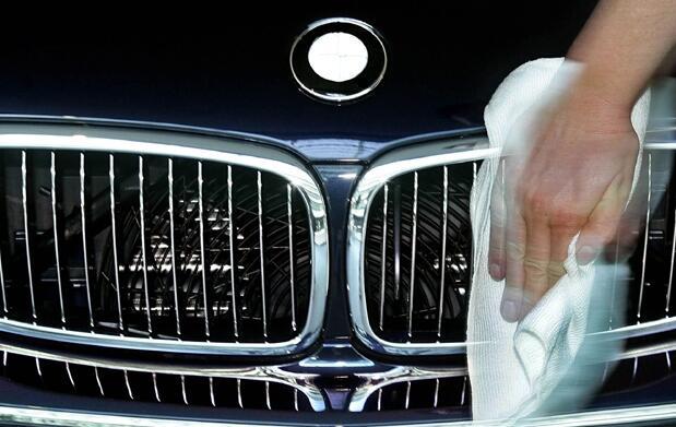 Limpieza a mano de tu vehículo