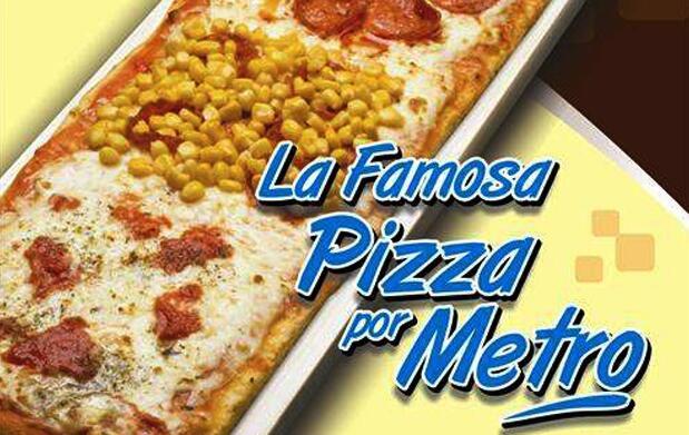 Disfruta medio metro de pizza