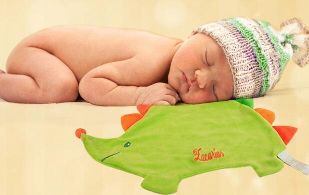 Doudou bordado con el nombre del bebé