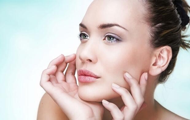 Tratamiento facial de colágeno con contorno de ojos a base de algas más reflexología