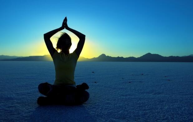 Un mes de clase de yoga + masaje