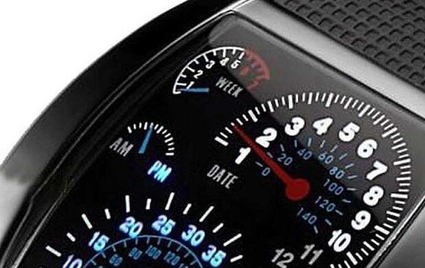 Reloj led inspirado en el mundo del motor