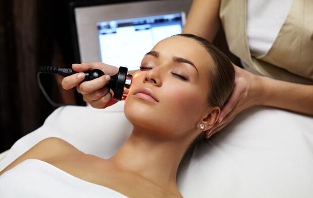 Limpieza con peeling ultrasónico, mascarilla de ácido hialurónico y masaje