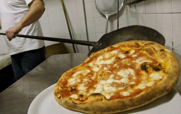 Menú anticrisis en Teatinos, elige pizza o papa asada