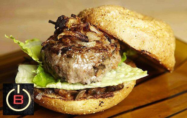 Disfruta tu maxi burger de buey