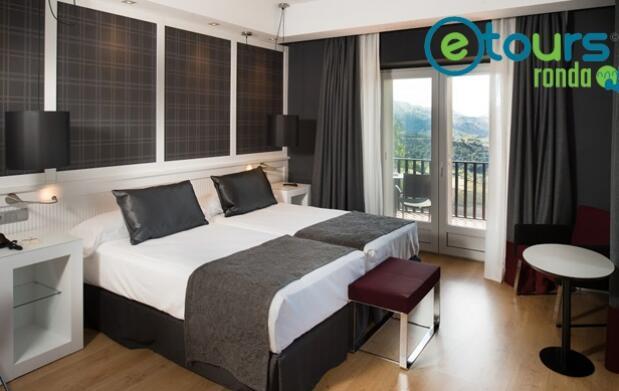 Hotel de 2, 3 o 4 estrellas y ruta guiada por Ronda en Segway