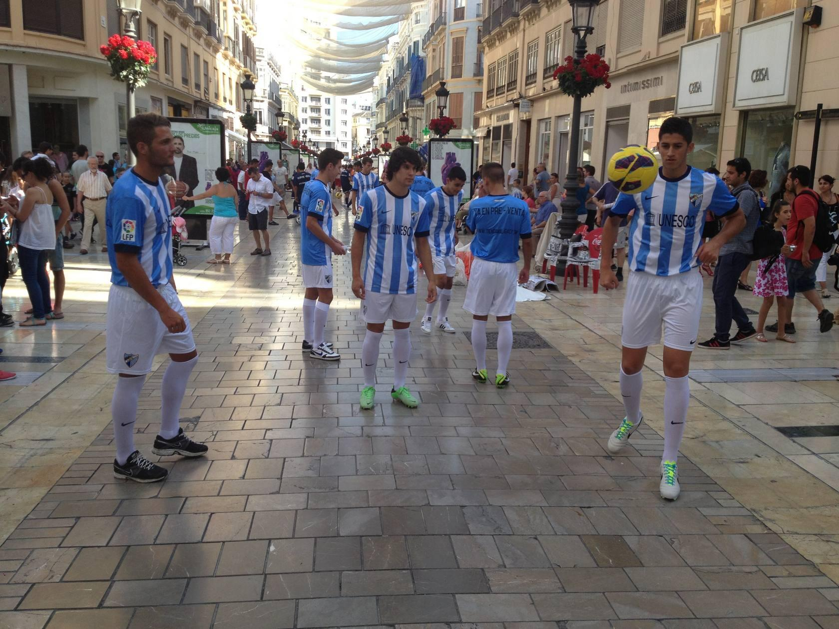 El Málaga presenta sus nuevas camisetas para la próxima temporada