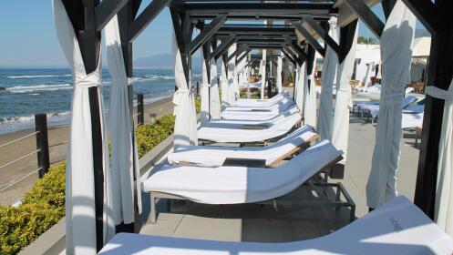 Día de playa de lujo para 2 en el exclusivo Beach Club La Cabane