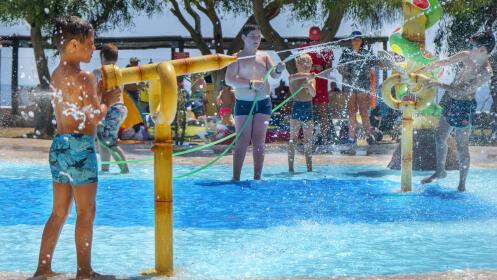Entrada al parque acuático AQUATROPIC para adulto, junior o niño