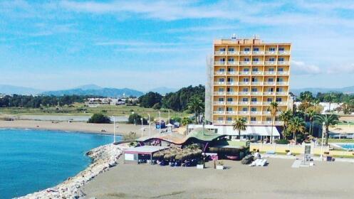 Día de playa: sombrilla + dos hamacas + espeto + 2 bebidas en Chiringuito Servando