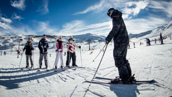 Cursillo grupal ski/snow de dos o cuatro horas con equipo desde 29.90€
