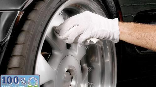 Oferta en limpieza de coche a mano completa con tratamiento de ozono en el CC Málaga Plaza