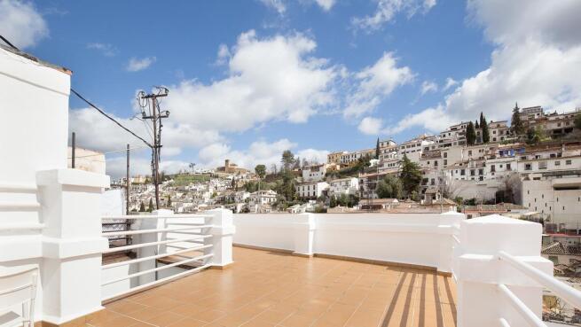 Plan para dos: Habitación doble con vistas + parking en el centro de Granada
